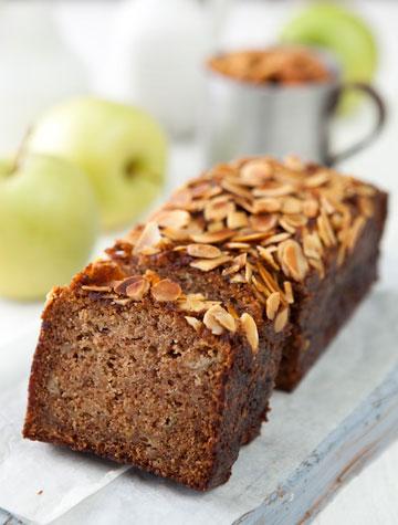 עוגת תפוחים בניחוח קינמון (צילום: שירן כרמל, סגנון: שרון טמיר)