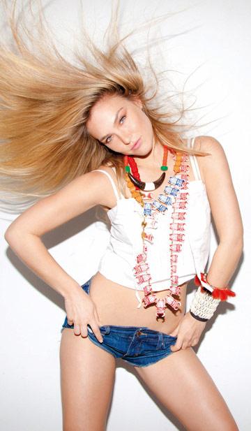 בר רפאלי בצילומים למגזין GOstyle. הדוגמנית הישראלית המצליחה ביותר בשנים האחרונות (צילום: דודי חסון)