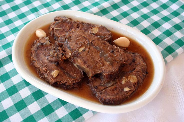 צלי בקר מבושל בחומץ (צילום: אסנת לסטר)