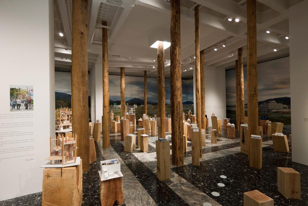 הביתן היפני, שזכה בפרס אריה הזהב לביתן הלאומי המצטיין. הקהל הבינלאומי נקרא להשתתף בתהליך המחקר והדיון (צילום: Noya Hatakeyama, Japan Foundation)