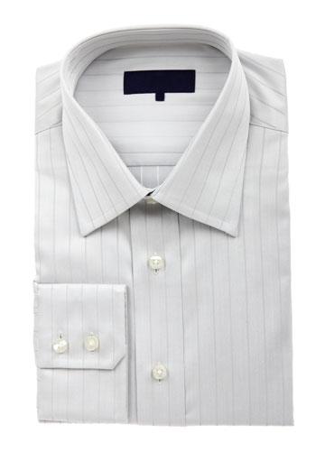 חולצה מכופתרת לבנה לגבר תתאים לכל חליפה ולג'ינס (צילום: shutterstock)