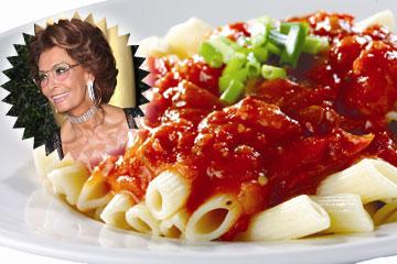 איטלקית קלאסית. סופיה לורן וספגטיני ברוטב עגבניות (צילום: shutterstock ו gettyimages)