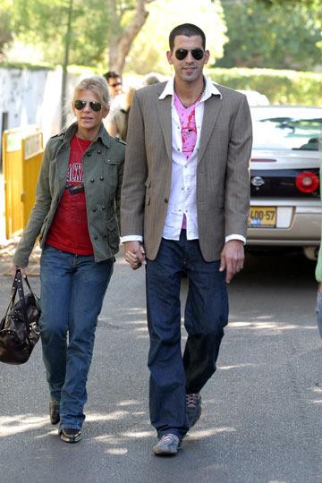 שגב משה וסנדרה רינגלר. ''כשאני לובשת דברים מעניינים, נגיד וינטג', הוא פשוט נקרע עליי מצחוק'' (צילום: רועי חביב)