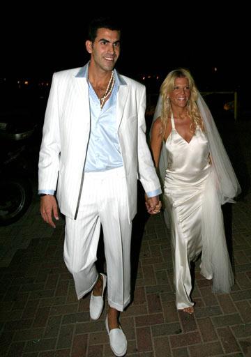 סנדרה רינגלר ושגב משה בחתונתם. ''שגב הוא אמן בפני עצמו ומחליט לבד מה ללבוש'' (צילום: רועי חביב)