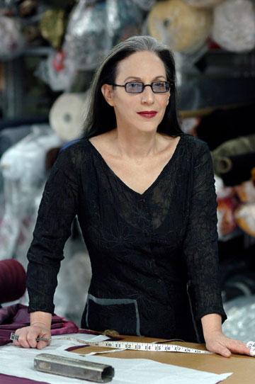 דורין פרנקפורט במפעל שלה בתל אביב. ''אני עוקבת אחרי עבודתם של מעצבים צעירים רבים, שלכל אחד מהם שפה משלו'' (צילום: דודי חסון )