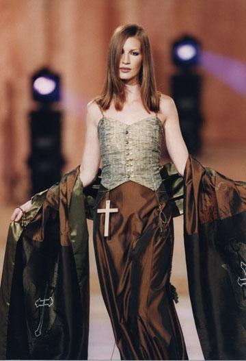 תצוגת האופנה של דורין פרנקפורט לקולקציית 50 שנה לישראל, 1998