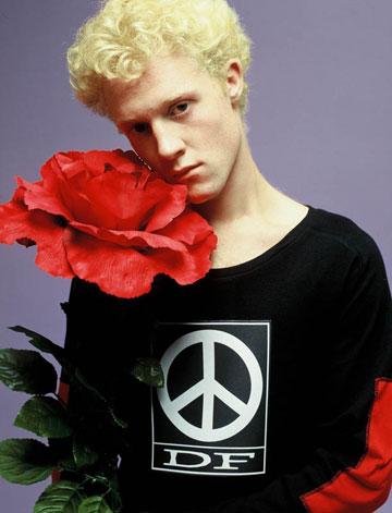 סמל השלום על חולצה של דורין פרנקפורט, 2000