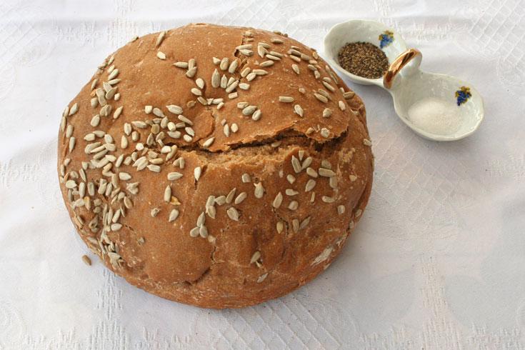 לחם רומני ללא לישה (צילום: אסנת לסטר)