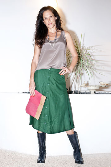 ענת הראל בבנקר. ''מכל הבגדים שראיתי היום, זה מה שהייתי הכי שמחה ללבוש'' (צלום: ענבל מרמרי)