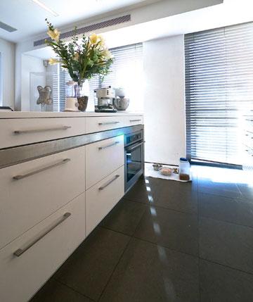 ''הפינה שהכי מרגיעה אותי בבית היא המטבח'' (צילום: איתי סיקולסקי )