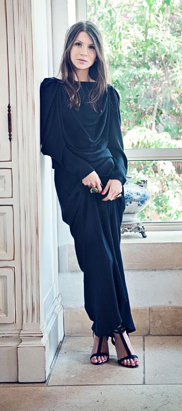 שירן בשמלה בעיצובה של האחות יעל (צילום: אלה אוזן)