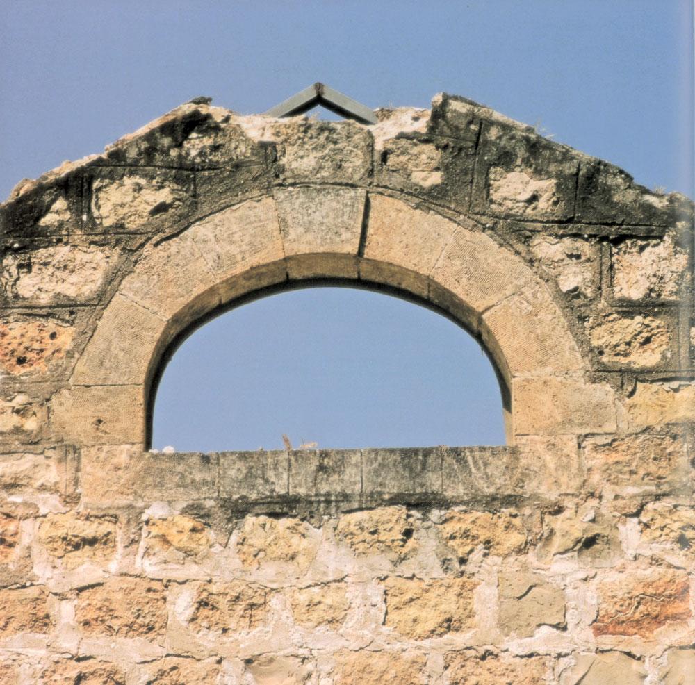 קשה להאמין שעמוס עוז לא הכיר את אחוזת לנגה, כאשר תיאר את הטירה המפחידה ב''קופסה שחורה'' שמזכירה אותה כל כך. אך זו עובדה (צילום: עידית שכטר-פייל)
