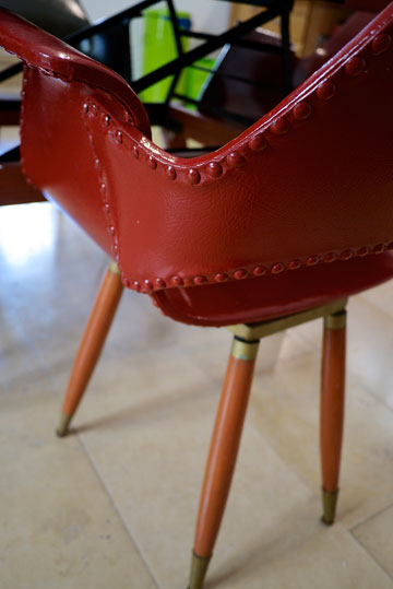 ''כמו שאני אוהבת בגדים צבעוניים וטקסטורות, כך גם בבית'' (צילום: איתי סיקולסקי)