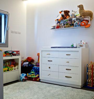 חדר הילדים. הצעצועים מוסיפים לבית מעט צבע (צילום: איתי סיקולסקי)