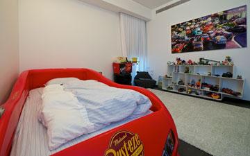 ''אם נכנסים לפרטים הקטנים, אפשר למצוא הומור בעיצוב של חדר הילדים'' (צילום: איתי סיקולסקי)