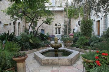 זה היה ביתו של שייח רבח, או ''ברם פחה'' בספר של לגרלף (צילום: אלכס קולומויסקי)