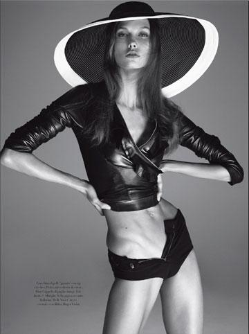 קרלי קלוס בהפקת האופנה של ווג איטליה, דצמבר 2011