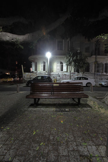 רומנטיקה בלב העיר. הספסל בכיכר המלך אלברט (צילום: אמית הרמן)