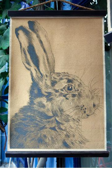 תמונת ארנב על קנבס. ''one bedroom'' (צילום: ענבל מרמרי)