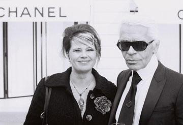 לגרפלד עם הבמאית מרטינה נויין. אהבה ממבט ראשון אחרי חמש שעות המתנה (צילום: VOX/Jurgen Lindemann)