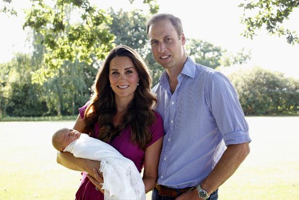 לא יהיה משעמם בבית החדש. הנסיך ג'ורג' עם הוריו (צילום: gettyimages)