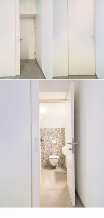 שירותי האורחים חופו בפסיפס צבעוני והם נחבאים בתוך מבואה שנסגרת בדלת (צילום: אילן נחום)