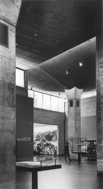 מוזיאון ישראל, שעל עיצובו זכתה דורה גד בפרס ישראל, יחד עם אל מנספלד (באדיבות אדריכל מיקי מנספלד)