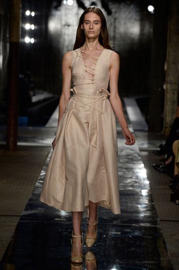 נעם פרוסט בשבוע האופנה בלונדון. דוגמנית השנה (צילום: gettyimages)