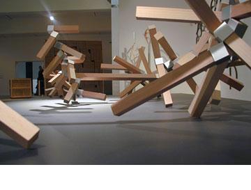 מתוך התערוכה בחיפה. סטודיו עמידב, 2005 (באדיבות דב גנשרוא)