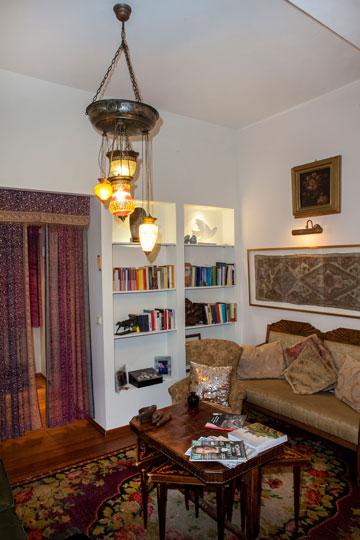 שטיחים מפוארים פרושים ברחבי הבית (צילום: אבישי פינקלשטיין)