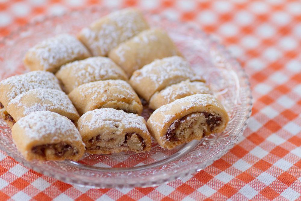 עוגיות תמרים ואגוזים קלות להכנה (צילום: ניל ברנס, סגנון: מיכל אורן)