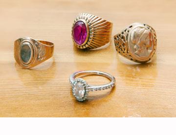 טבעות חותם שעוברות במשפחה ושימשו השראה לטבעות הנישואין (צילום: ענבל מרמרי)