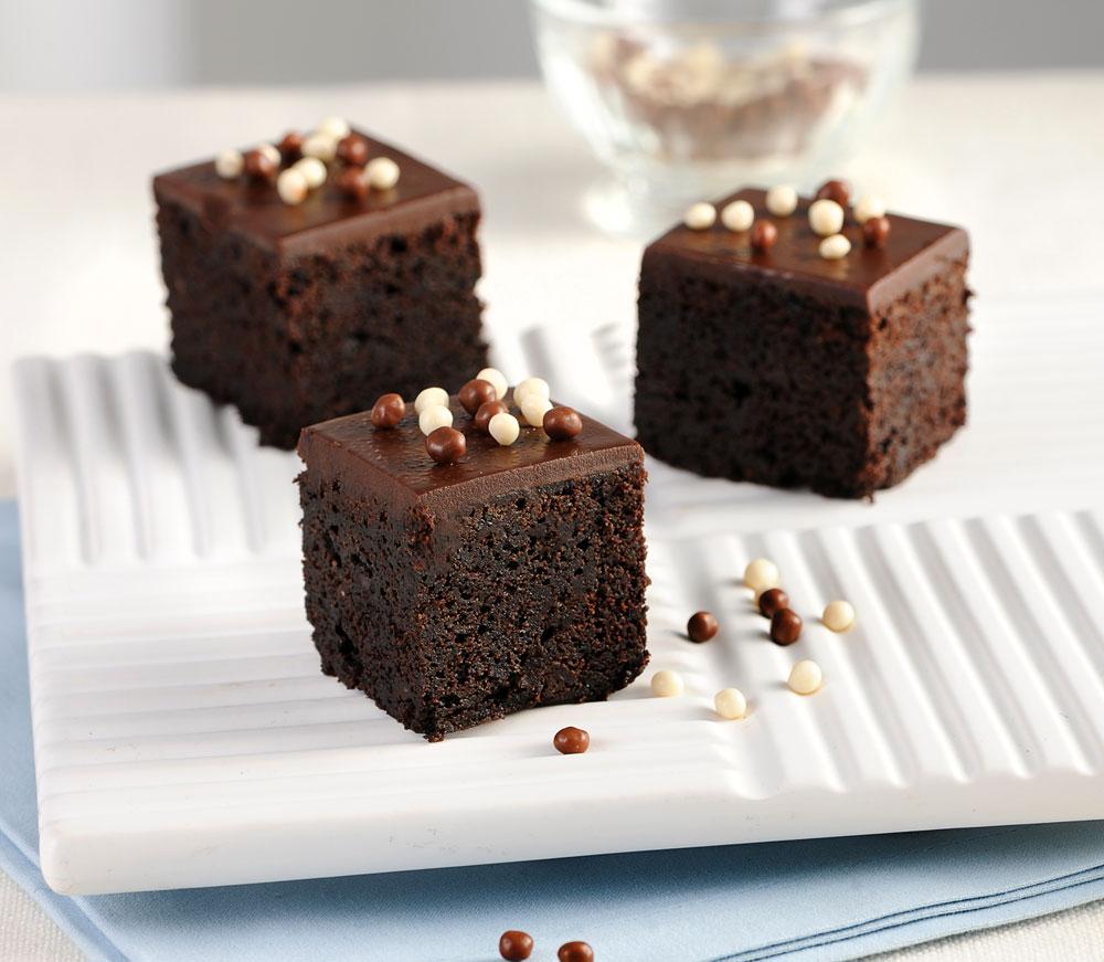 אל תוותרו על הציפוי. עוגת שוקולד קלאסית (צילום: חגית גורן, סגנון: בלה רודניק)