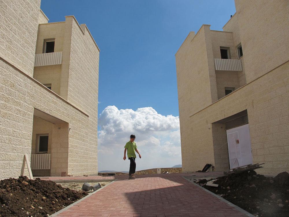 המודל הוא מעלה אדומים, אלא שבעיר הזו נעשו ניסיונות חדשניים של תכנון מגורים, וכאן מדובר בבניינים משמימים (צילום: מיכאל יעקובסון)