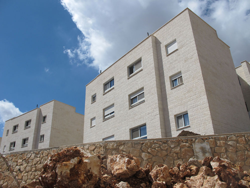נחנכה בחול המועד סוכות: שכונת ''עלי עין'' בהר ברכה, שכוללת 60 דירות בנות 50 מ''ר בבניינים משותפים (צילום: מיכאל יעקובסון)