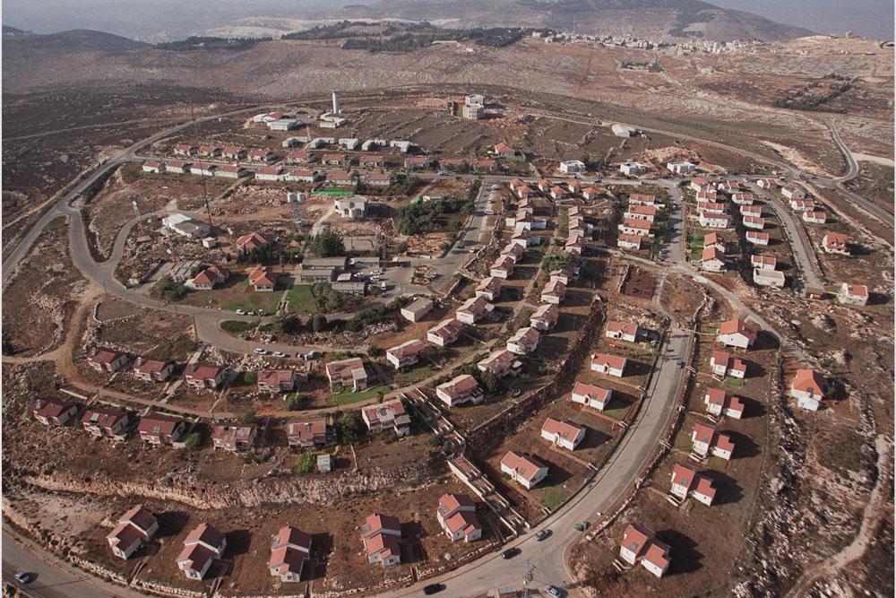 המחשה לשינוי המגמה: צילום אוויר של ההתנחלות בשנת 2000 מציג רק בתים צמודי קרקע, כמקובל ברוב ההתנחלויות (צילום: משה מילנר, לע''מ)