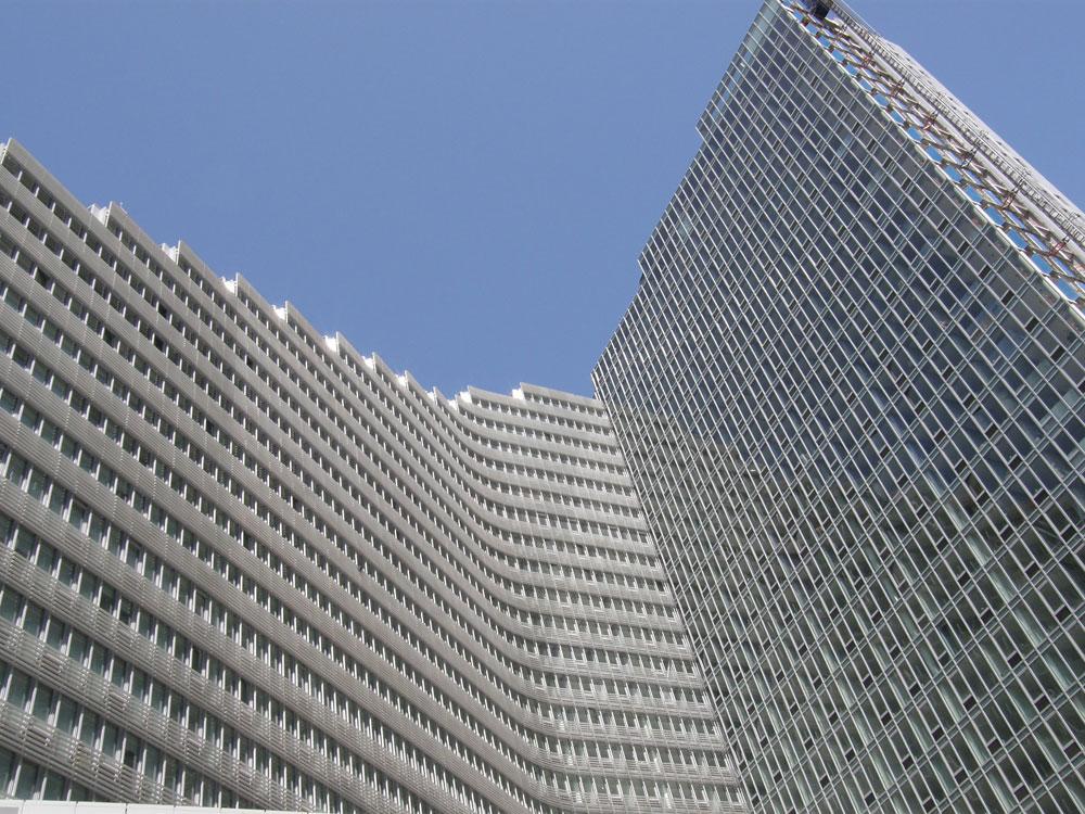 פרויקט מרסדס האוס בשדרה ה-11 בניו יורק, שבו יש דיור בר השגה. דיירים משלמים שכר דירה של כ-500 דולר בלבד, כשמחירי השוק נוסקים ל-3,000 דולר (צילום: Neil R, cc)