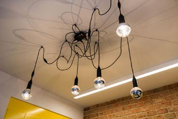 המנורה של ז'אן נובל (צילום: אביב קורט)