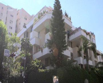 הבניין שבו מתגוררים ירדן ובעלה עומרי