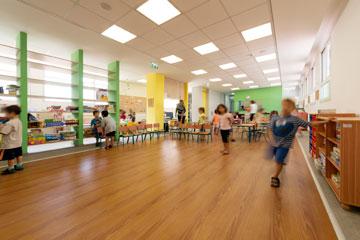 הקומה השלישית ששופצה ברחוב ריינס בגבעתיים מאכלסת תלמידים חדשים (צילום: גדעון לוין)