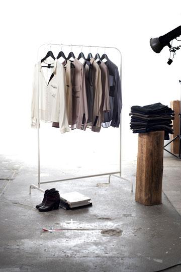 בגדים לנשים בעלות סגנון לבוש אורבני, המחפשות מלתחת בסיס איכותית במחירים נגישים. מותג האופנה החדש Zucker  (צילום: דניאל שריף)