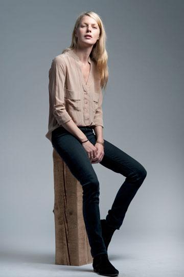 """""""אני חלק ממשהו שאני אוהבת ומאמינה בו"""". מלאני פרס בקולקציה של מותג האופנה Zucker (צילום: דניאל שריף)"""