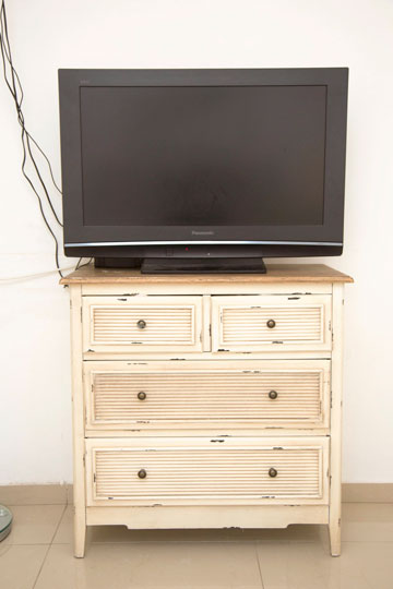 שידת הטלוויזיה החדשה (צילום: אלי דסה)