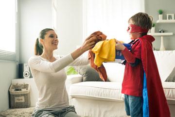 להפריד גרביים, להפוך ולנערם היטב, במיוחד כשמדובר בגרבי ילדים ששיחקו בארגז החול (צילום: shutterstock)