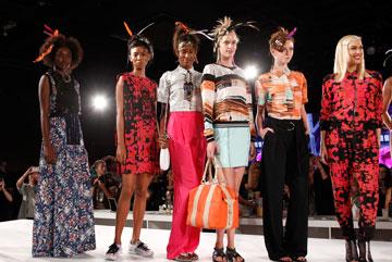 חוזרת לעניינים. גוון סטפאני מציגה בשבוע האופנה (צילום: gettyimages)