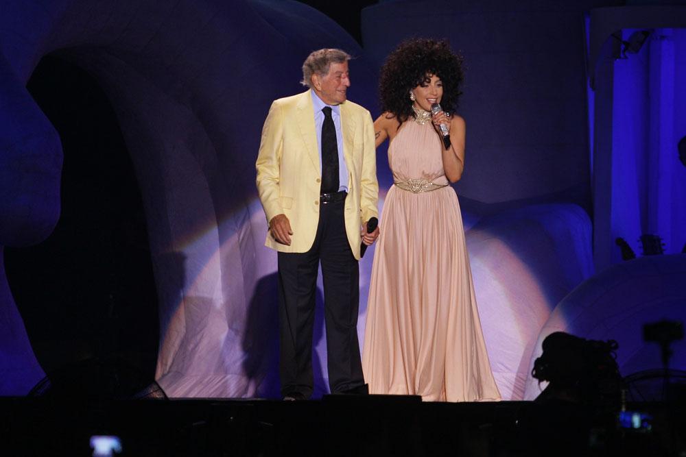 ליידי גאגא בדואט עם טוני בנט בישראל, לובשת שמלה של אלון ליבנה (צילום: שוקה כהן)