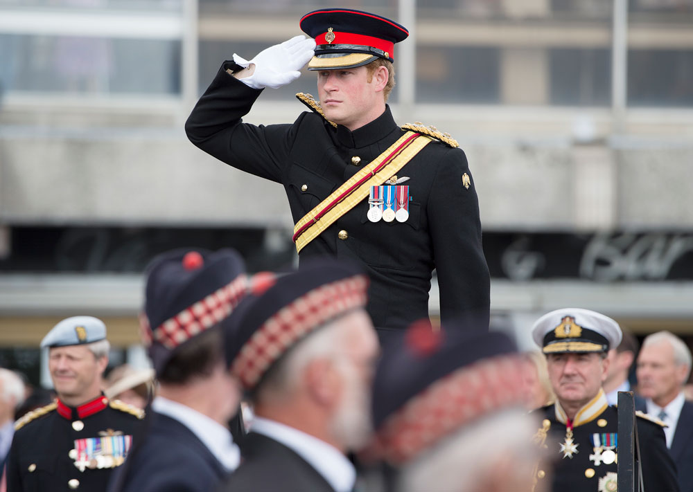 הכי קרוב לרוק סטאר שיש במשפחת המלוכה המעונבת של הממלכה הבריטית. הנסיך הארי במדים (צילום: gettyimages)