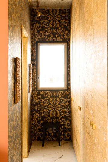 המעבר שמוליך לחדר הרחצה של בעלת הבית (צילום: גדעון לוין)