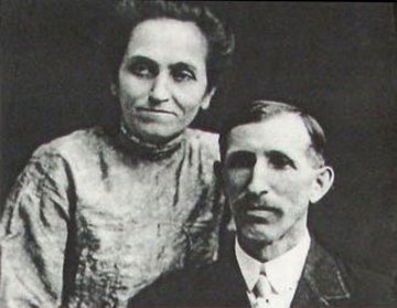 מוות טרגי שהשפיע על סרטיו. הוריו של וולט דיסני (מתוך ויקיפדיה)