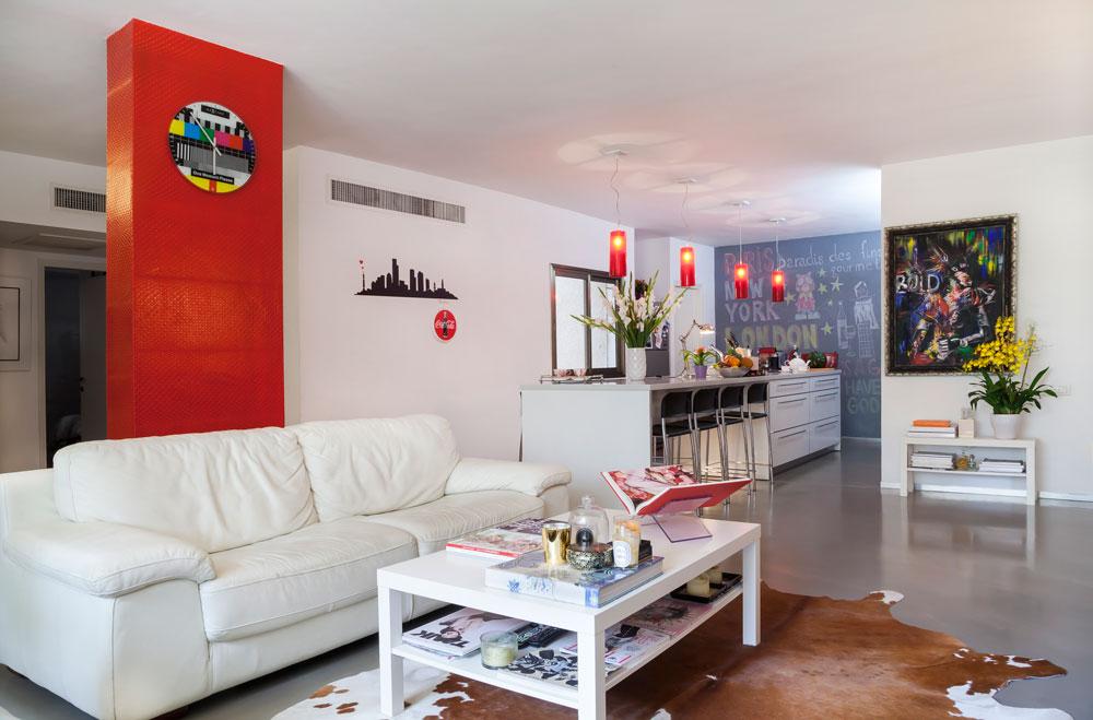 בכמה שינויים קלים הפך האדריכל פיצו קדם את הדירה לחלל לופטי מפנק. מבט לאזור הציבורי (צילום: ינאי דיטש)